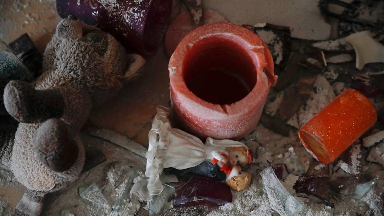 Leker og andre gjenstander fra en leilighet i den israelske byen Ashkelon, som ble ødelagt etter å ha blitt truffet av en av rakettene avfyrt fra Gazastripen.