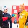 Emil Iversen og Tønseth blir intervjuet av NRK i målområdet. Tønseth smiler bredt og Iversen kikker på ham.
