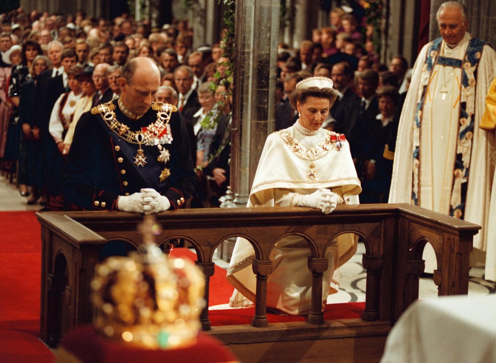 Signingen av kong Harald V i Nidaros Domkirke søndag 23 juni 1991.