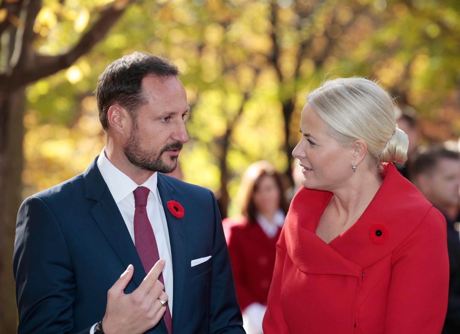 Kronprins Haakon og kronprinsesse Mette-Marit er i spissen for den norske offensiven i Canada denne veka. Det offisielle besøket starta i Ottawa måndag og blir avslutta i St Johns torsdag.