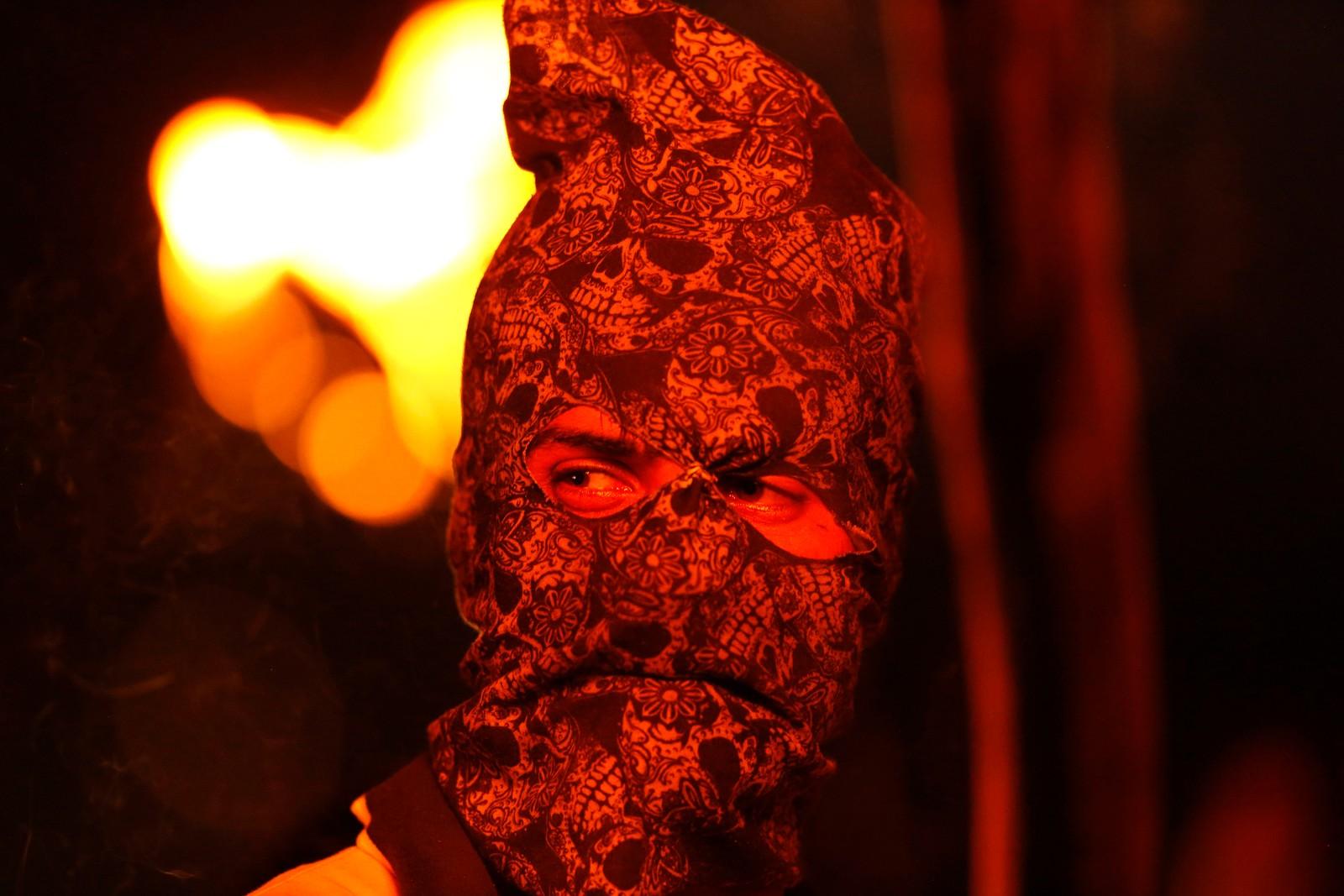 Kashmir den 21. juli. En maskert demonstrant er en av mange som protesterer i Srinagar i India i disse dager. Det har vært mye uro i regionen. Dusinvis er døde og mange hundre er skadd under demonstrasjonene som oppstod etter at indiske tropper skal ha drept en populær rebell-leder.