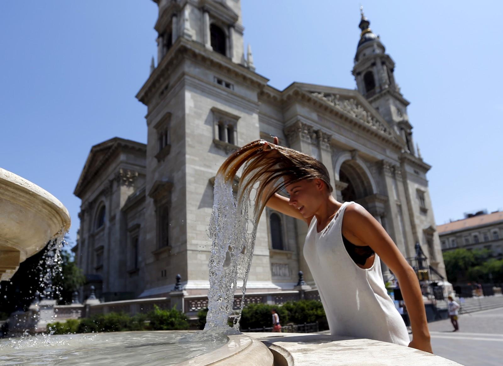 I Ungarn har gradestokken gått opp mot 38 grader. Her frå Budapest tidlegare i juli.