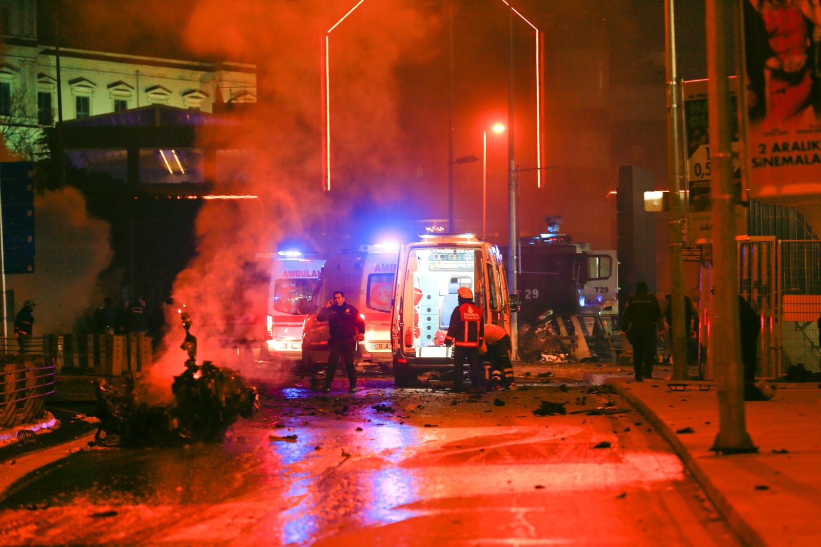 Eksplosjonene fant sted like ved en fotballstadion i Istanbul. Minst 20 personer skal være skadet.