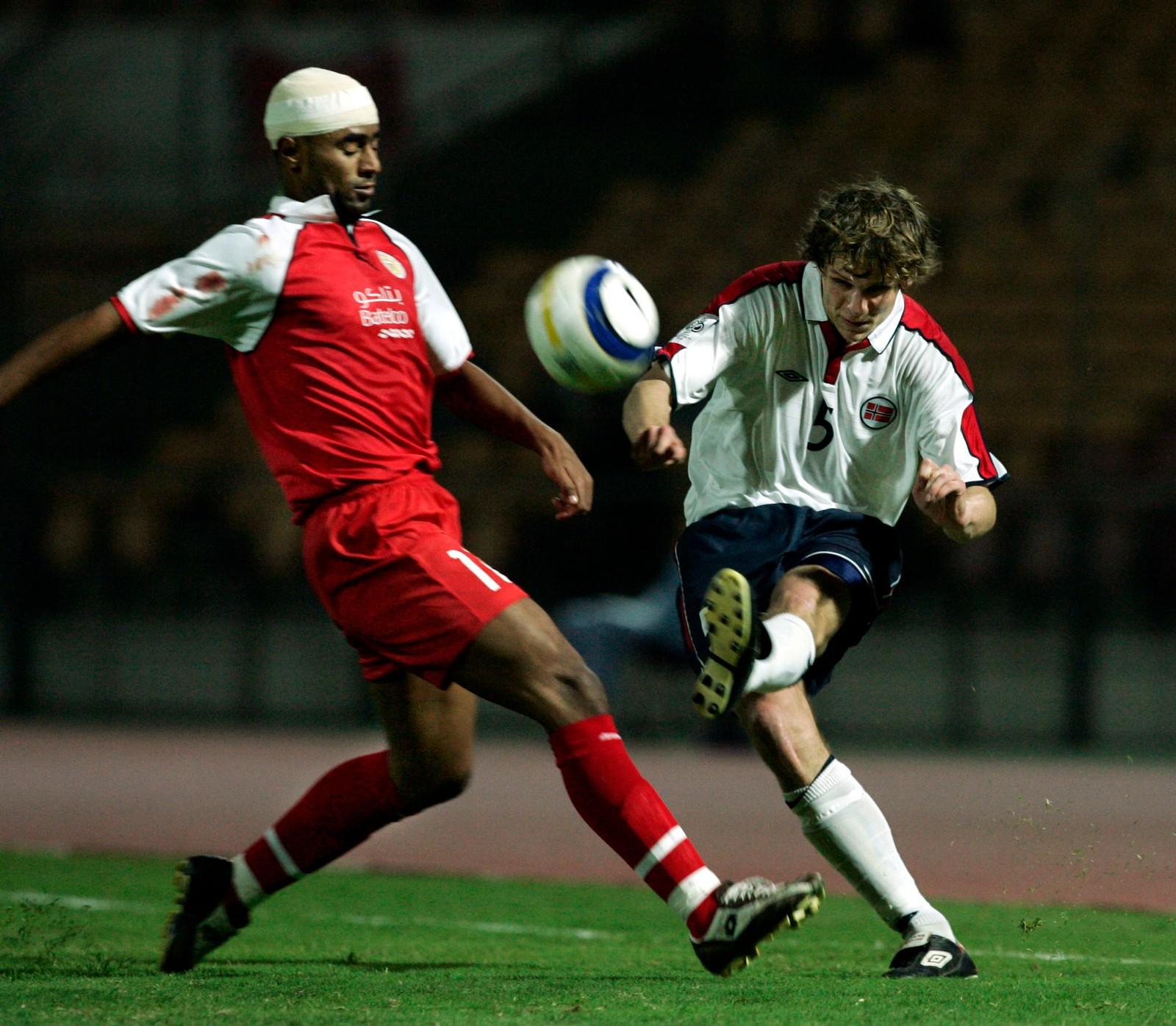PÅ LANDSLAGET: Hanstveit fikk fem A-landskamper. Her i bortekamp mot Bahrain i 2005.