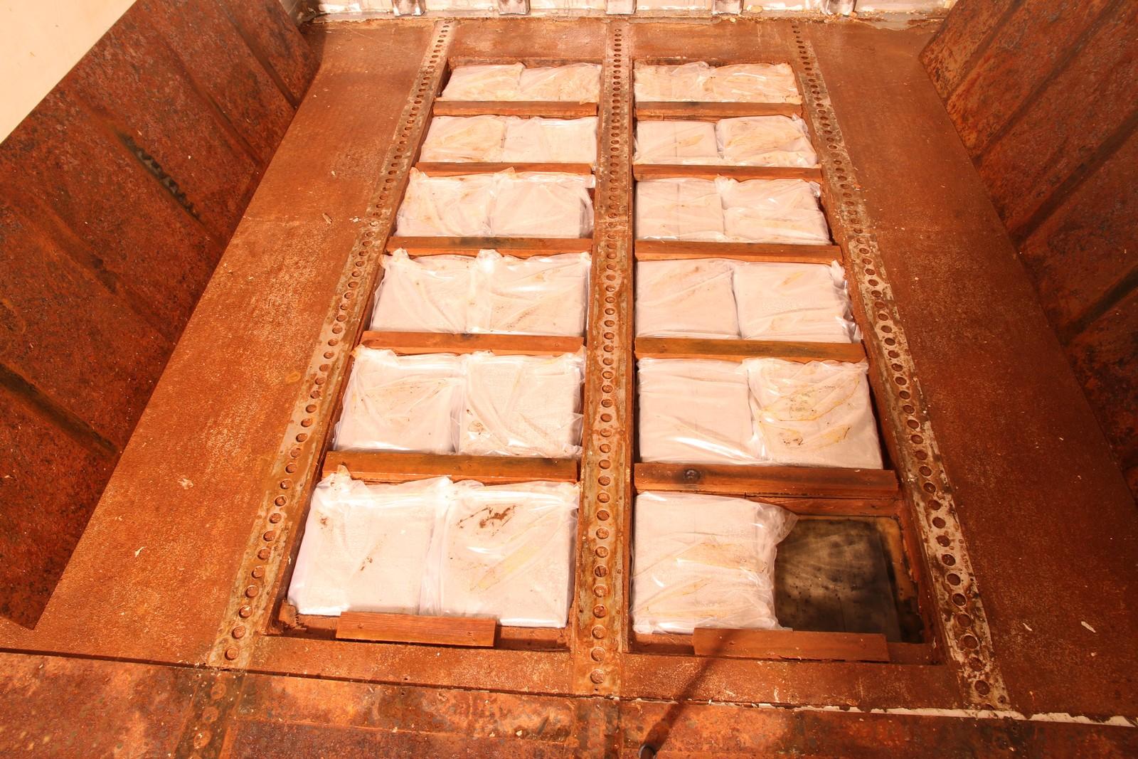I september 2014 finner politiet 100 kg hash i egne tilpassede skjulte hulrom under dobbelt stålgulv i en trailer som var på vei fra Nederland.