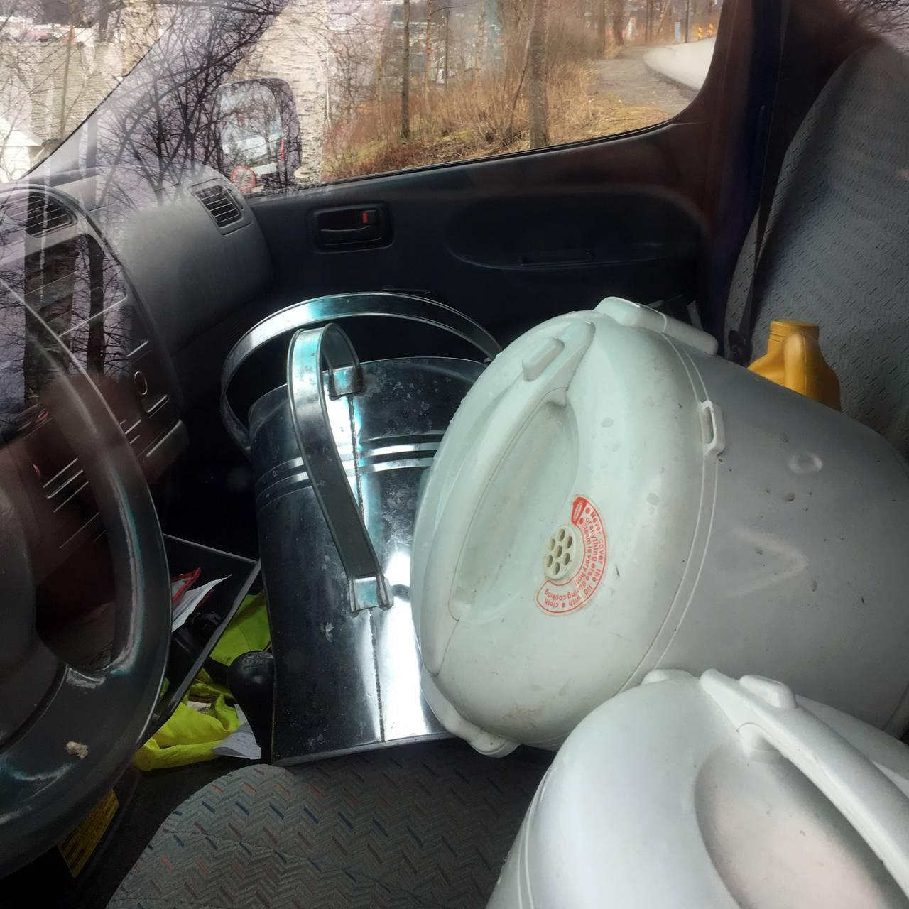 Søppel i avskiltet bil -1