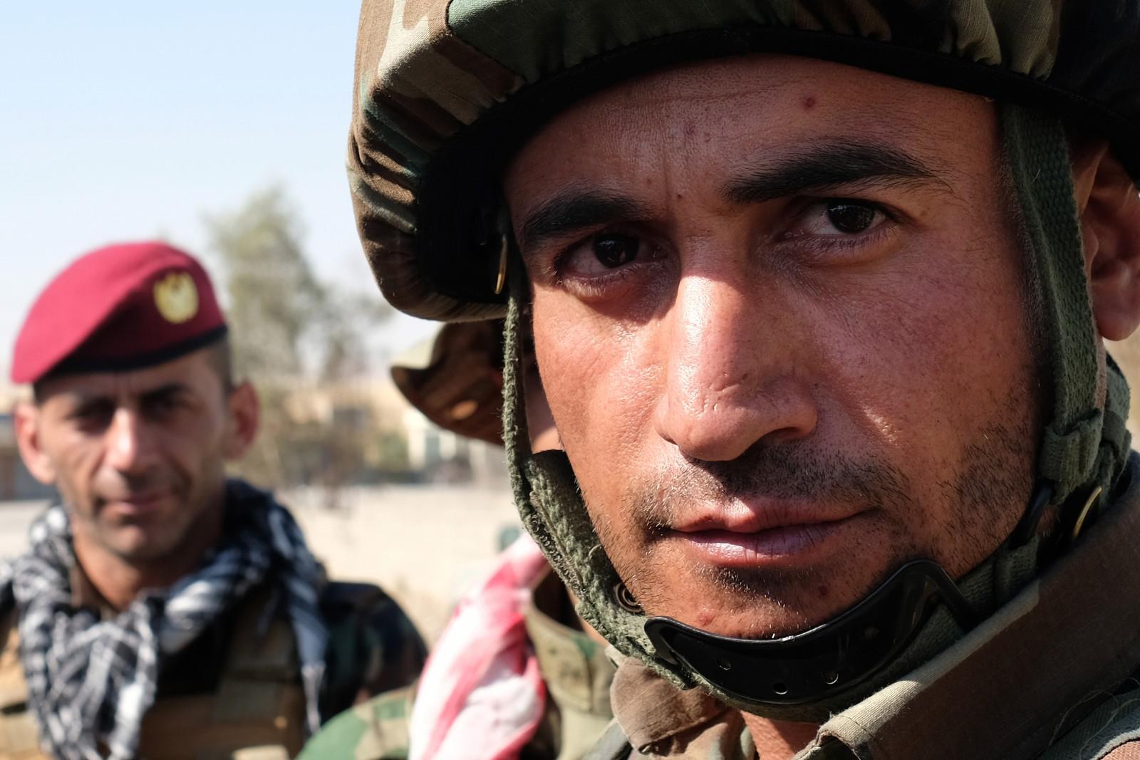 Kaptein Rezgar i peshmergastyrkene ble drevet ut av Kirkuk da irakerne satte i gang sin offensiv mot kurderne. Nå leder han forsvaret av frontlinjen mot irakerne – han sier det var smertefullt for kurderne å miste den viktige oljebyen Kirkuk.