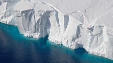 """Fronten av isbremmen """"Getz"""", som er den største isbremmen mot den sørøstlige delen av Stillehavet. - Foto: NASA/Jeremy Harbeck"""