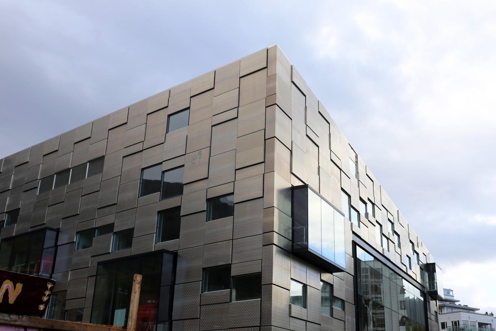 Vinduene på det nye bygget er plasser slik at de tar inn mest mulig lys, opplyser arkitekten.