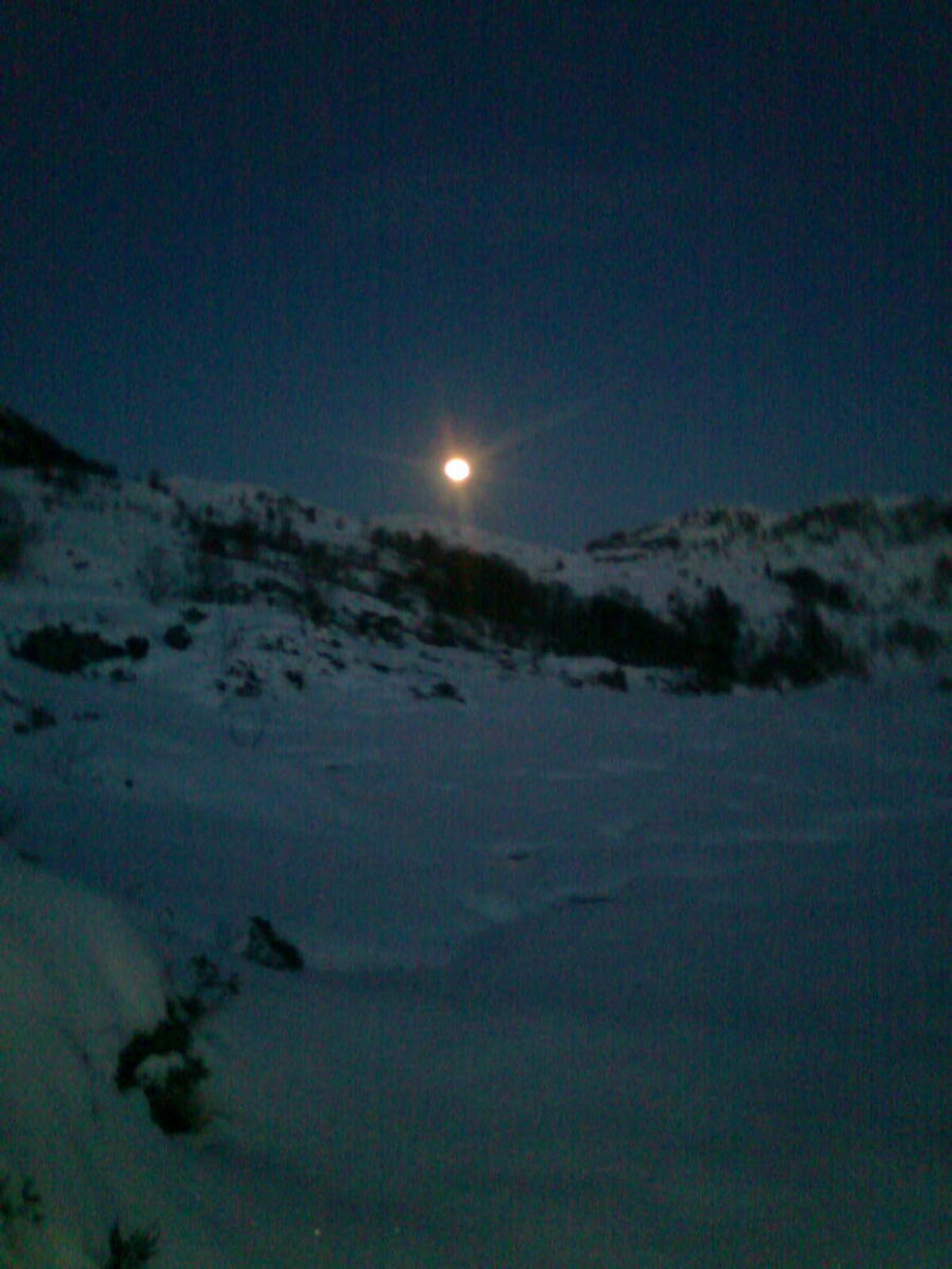 Fullmåne i påskenatt ved Langelida ved Bryggja.