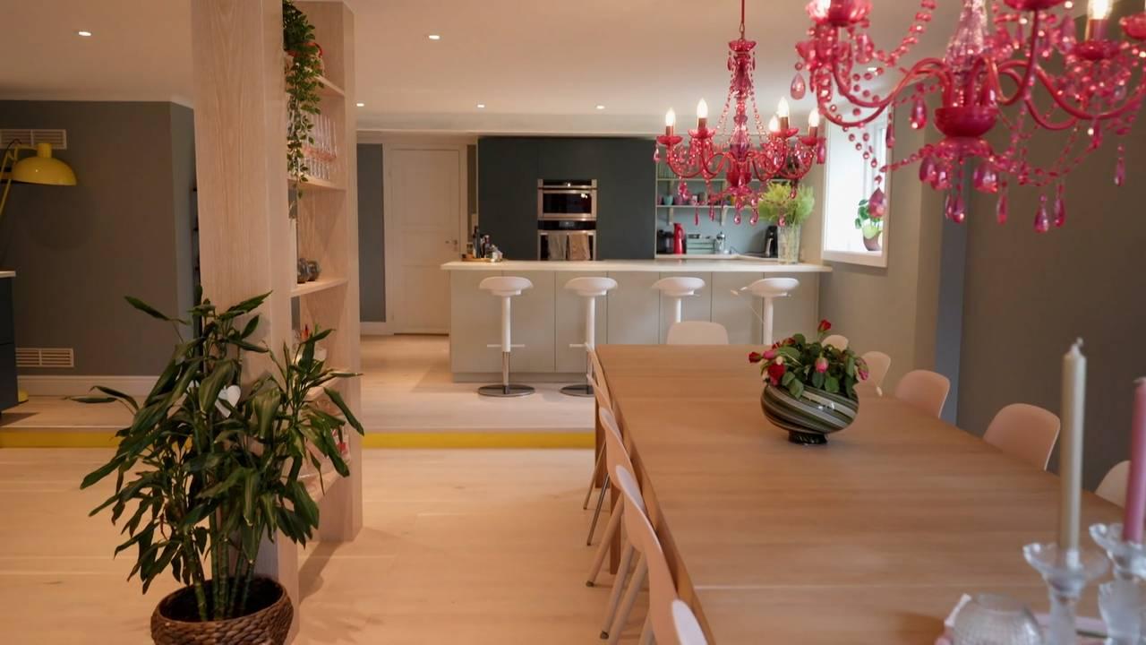Kjøkkenet til Camilla Mørstad, med utsikt til barbenken.