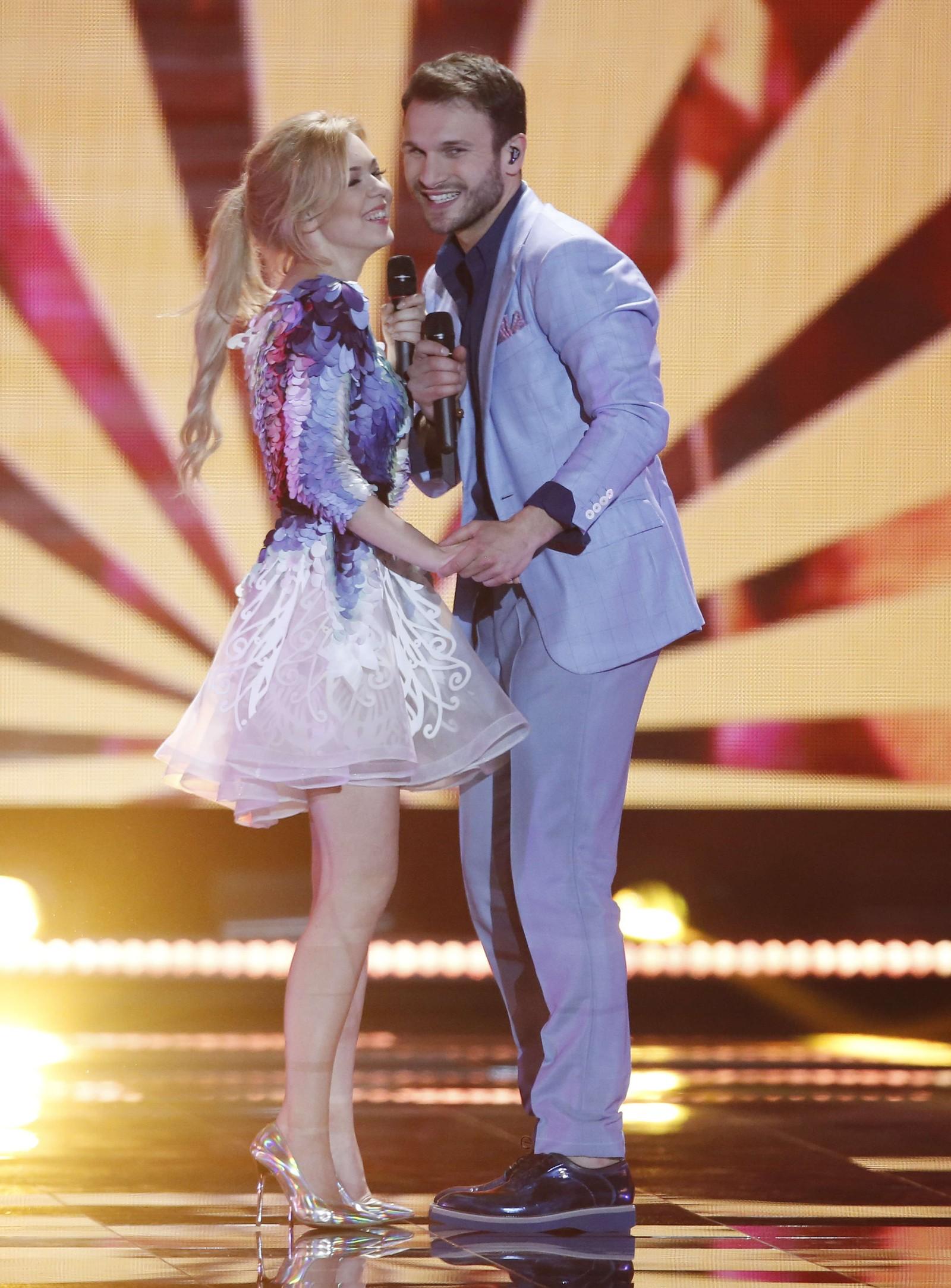 7. LITAUEN: Monika Linkytė og Vaidas Baumil fra Litauen framfører «This Time». Og de to byr ikke bare på sang, men også et realt kyss fra scenen.