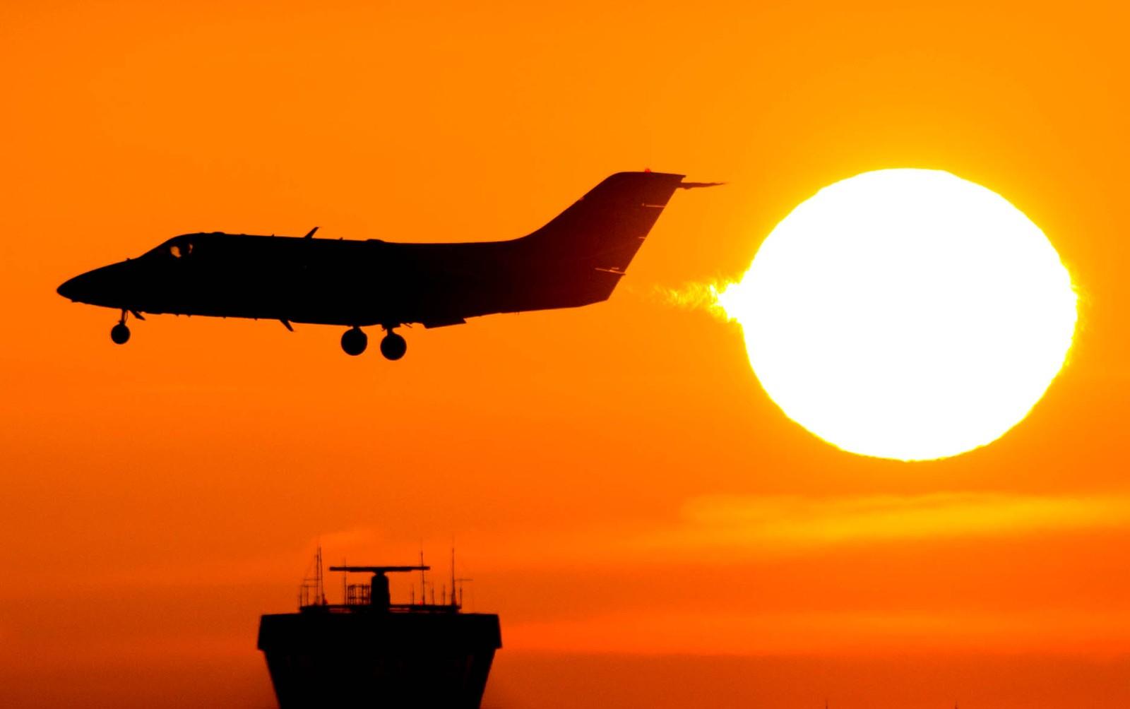 Et fly lander i Düsseldorf i Tyskland.