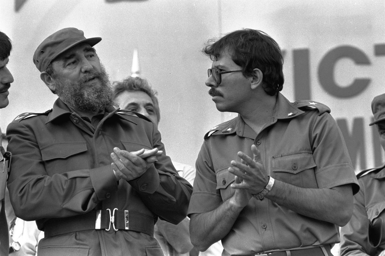 Cubas kommunistiske styre og Fidel Castro var en sterk inspirasjon og stort symbol for andre revolusjonære i Latin-Amerika. En av dem som lykkes i å følge i Castros fotspor, var Nicaraguas Daniel Ortega. Her sammen under åpningen av en ny sukkerfabrikk utenfor Managua, bygget av cubanere.