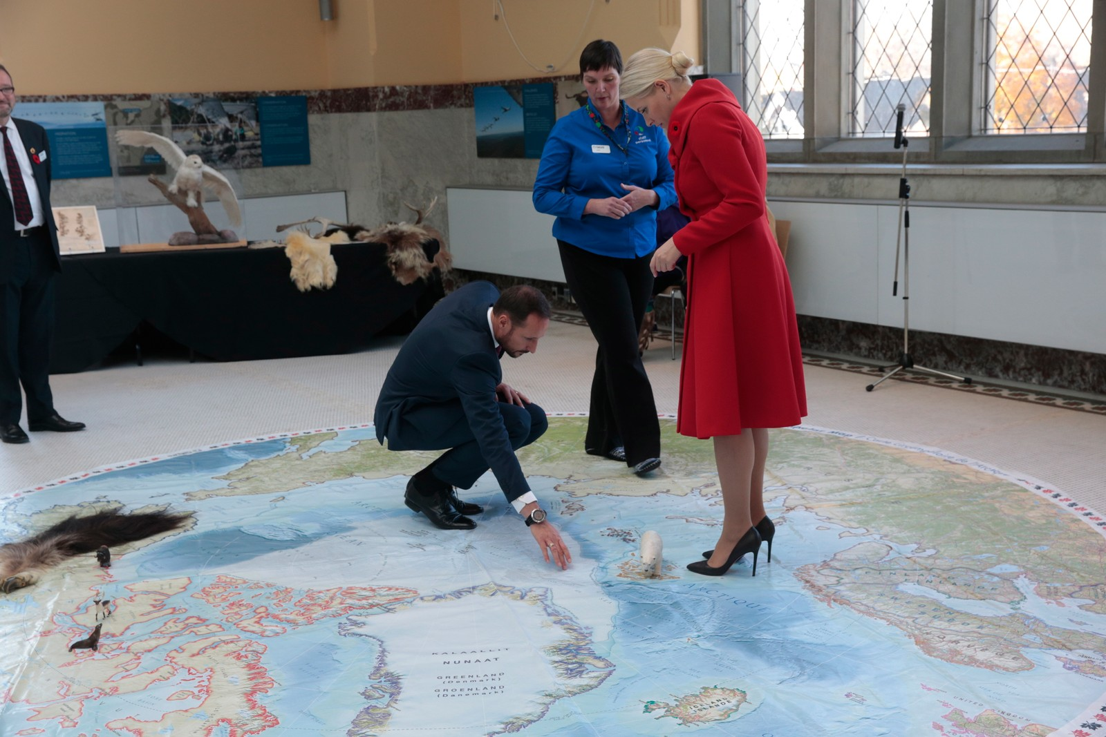 På Naturhistorisk museum i Ottawa dekker eit kart over nordområda deler av golvet. Kartet viser Roald Amundsens rute gjennom nordvestpassasjen.