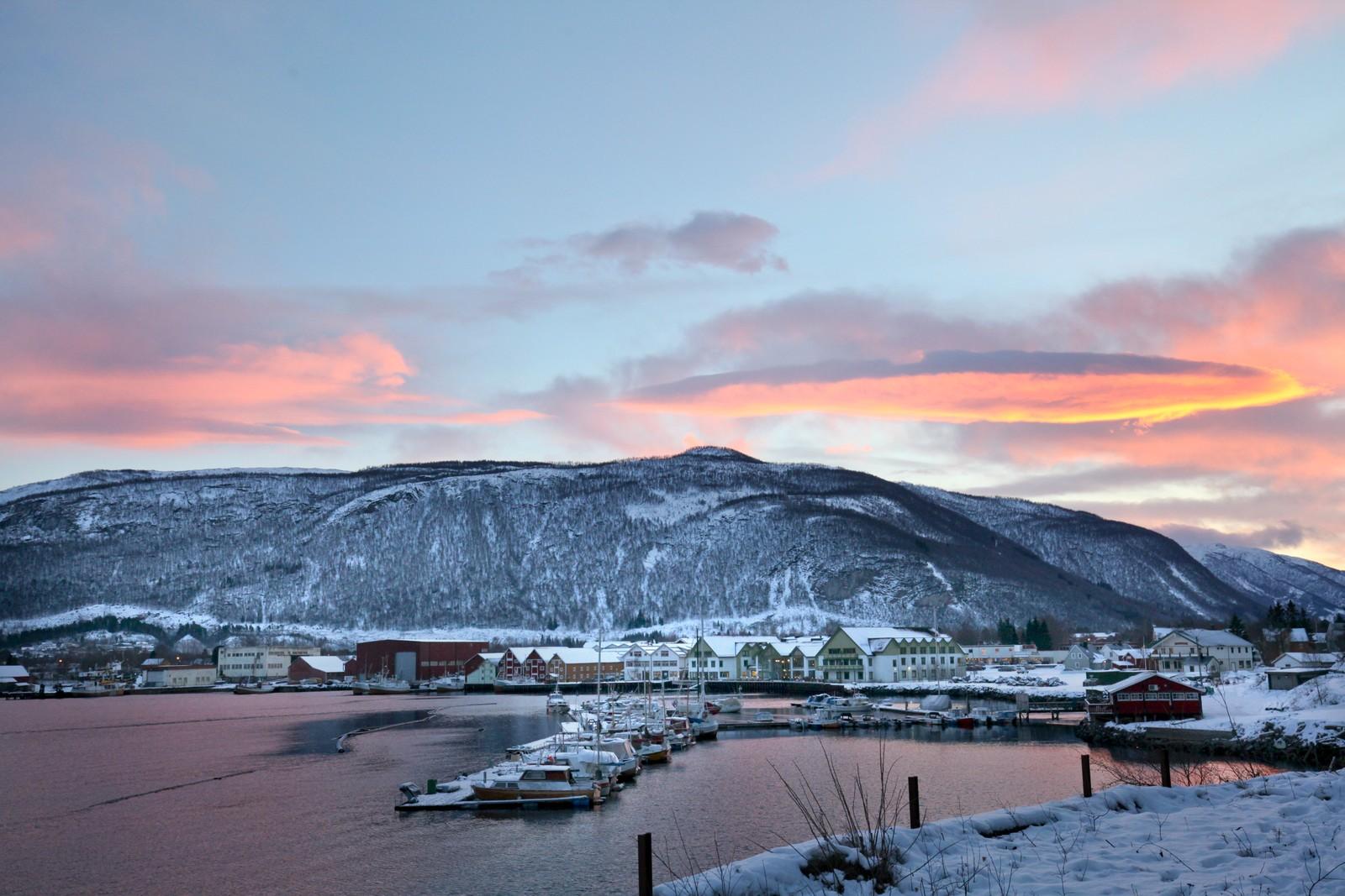 Rognan ligger innerst i Saltdalsfjorden og er den største bygda i Saltdal kommune. Litt lenger sør, mot Saltfjellet Nasjonalpark ligger Røkland.