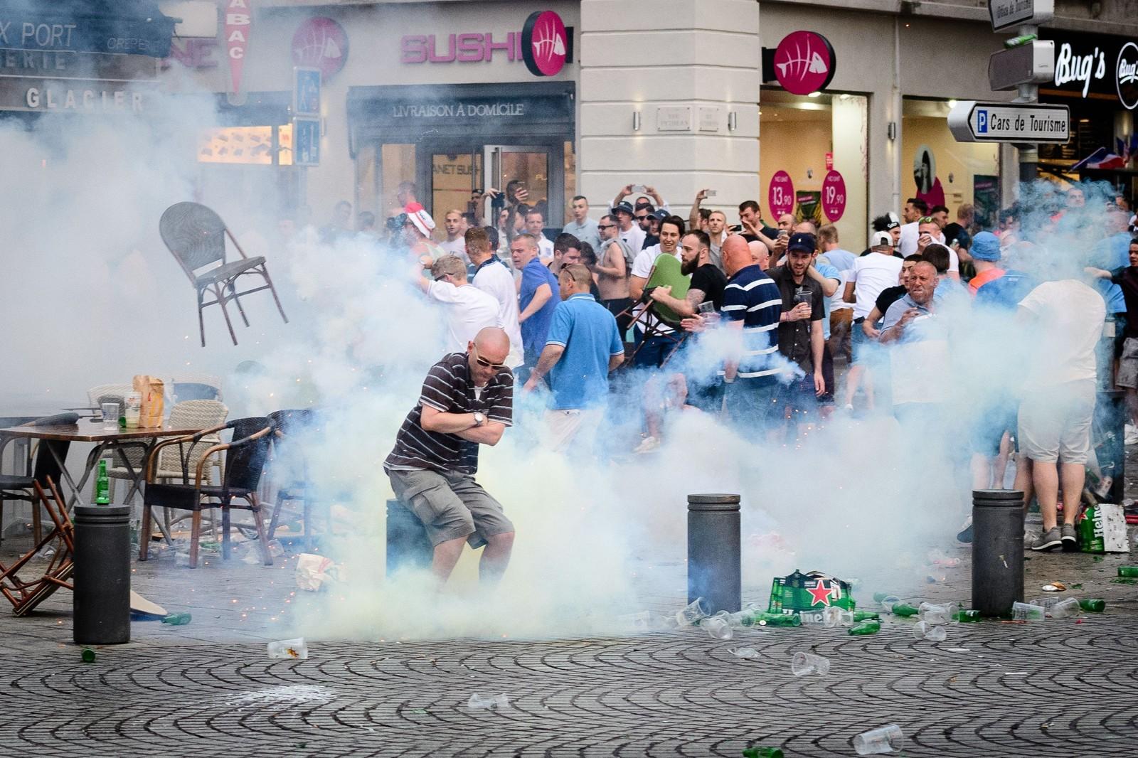 Politiet bruker tåregass mot fotballsupportere i Marseille