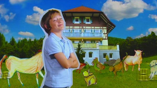 Byjenta Greta flytter fra storbyen til den lille landsbyen Waldau sammen med familien sin, hvor faren åpner et dyrlegekontor. Nykomlingene sliter med å bli akseptert, men Greta blir god venn med borgermesterens sønn Jonas, og sammen opplever de mye spennende. Tysk dramaserie.
