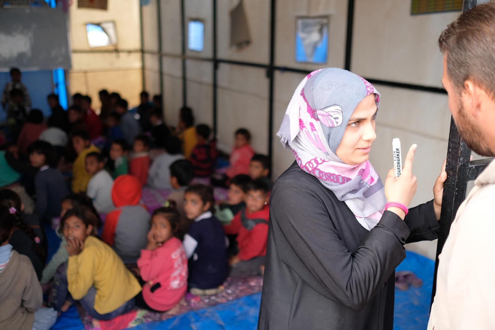 Første skoledag er i gang i flyktningleiren Ain Issa.