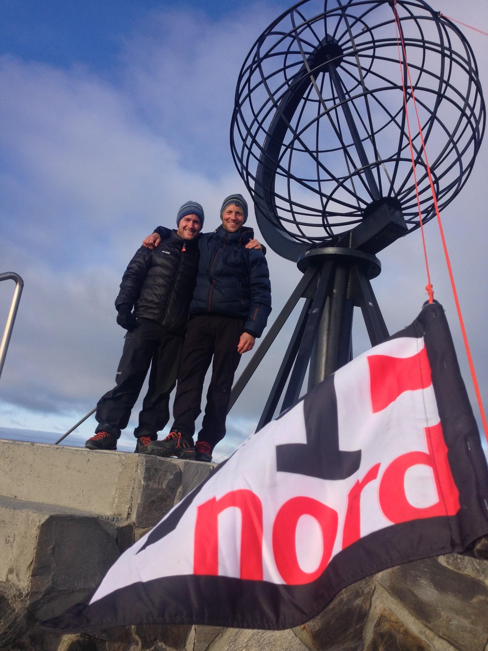 Christopher Fornebo og Espen Oscar Olsen er i mål for endte gang med 71 grader nord.