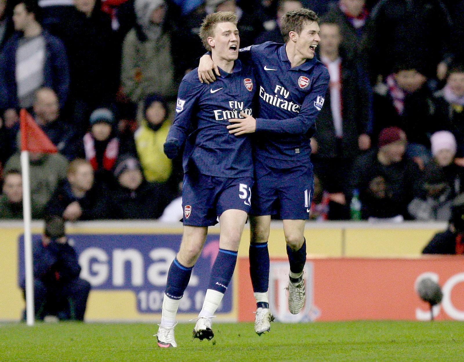 RAMSEY: Nikcklas Bendtner feirer sammen med lagkamerat Aaron Ramsey etter å ha scoret for Arsenal mot Stoke i 2010.