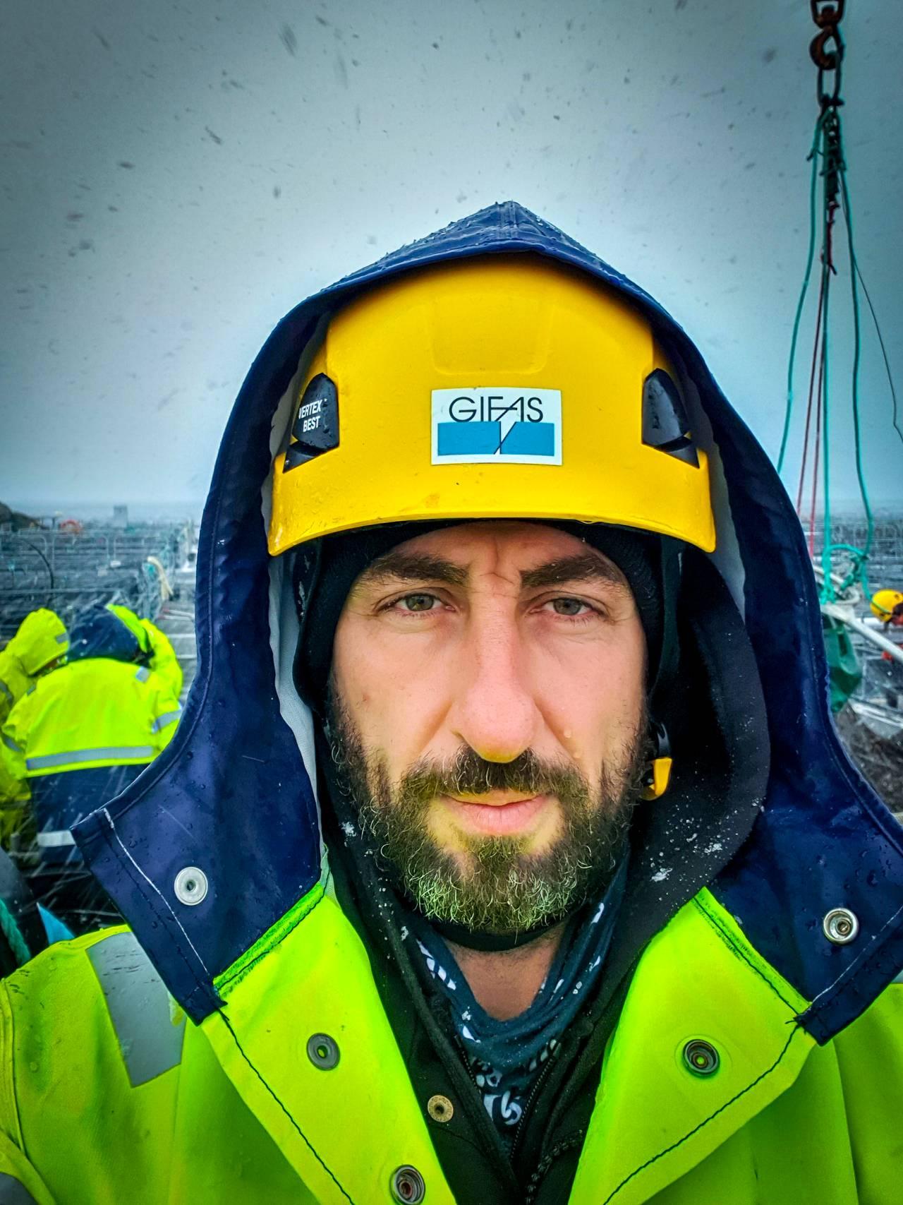 Elias Alawad på jobb i Gildeskål