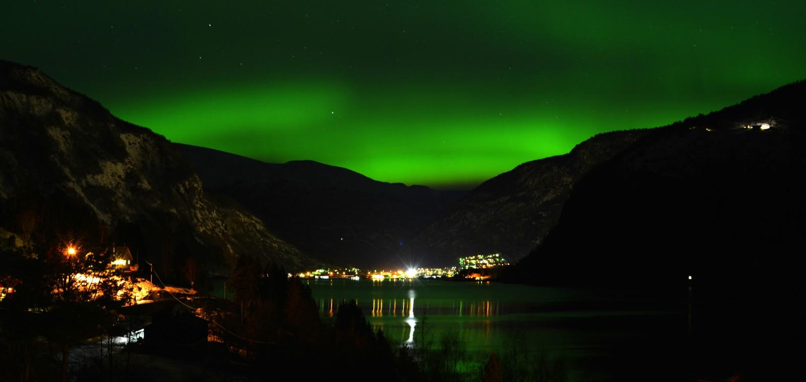 LUSTER: Fint nordlys over Luster natt til tysdag