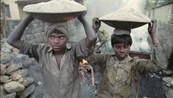 Barn arbeider.