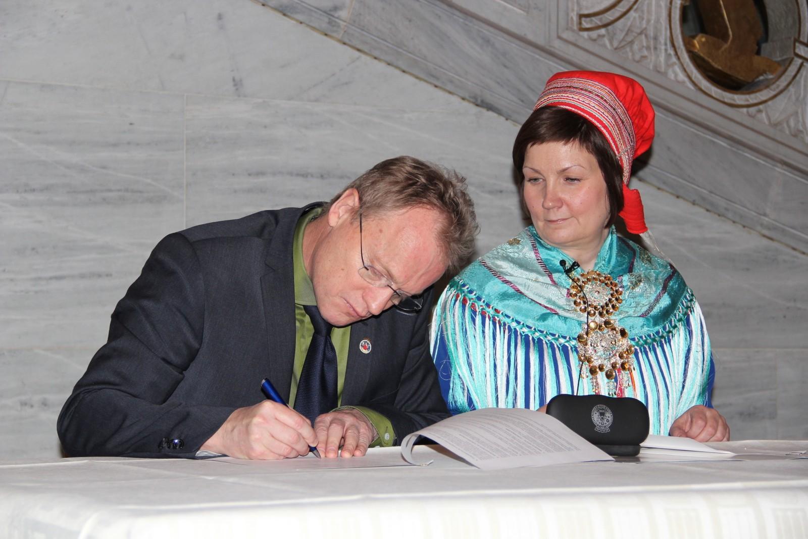 Senere på dagen skrev byrådslederen i Oslo, Raymond Johansen, under samarbeidsavtalen mellom Sametinget og Oslo kommune. Dette gjorde han sammen med Aili Keskitalo.
