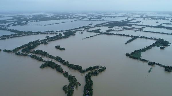 ENORME OVERSVØMMELSER: Slik ser det ut i Kuttanad i den sørlige staten Kerala i India.
