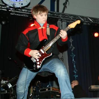 SomBy-gitarist Oula Guttorm.
