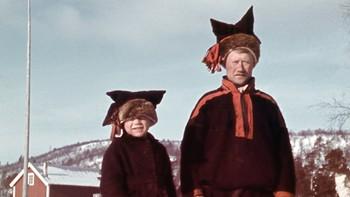 Far og sønn avbildet cirka 1942. Trolig Karasjok.