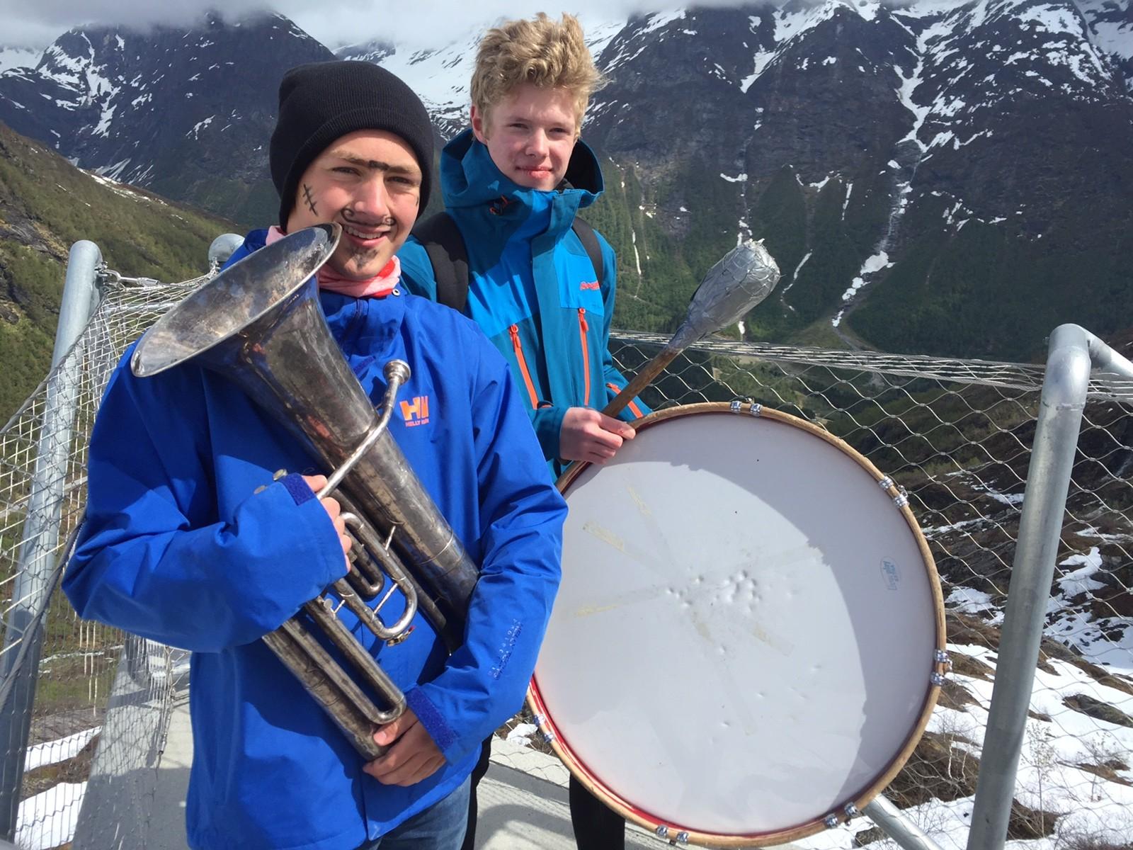 Gaularfjellet: Litt sminke og instrument må til.