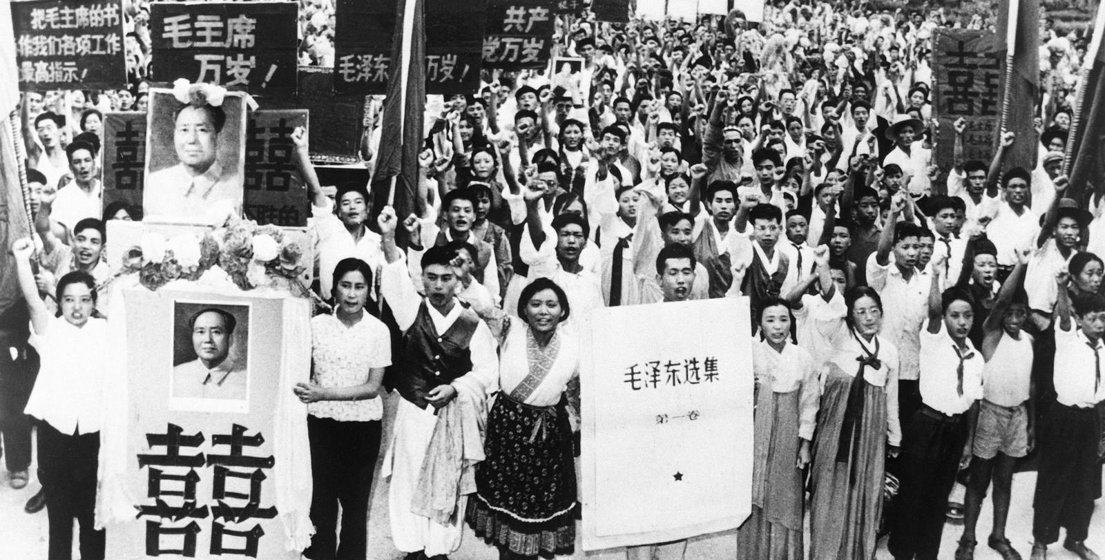 Studenter og lærere i demonstrasjon under kulturrevolusjonen i 1966.