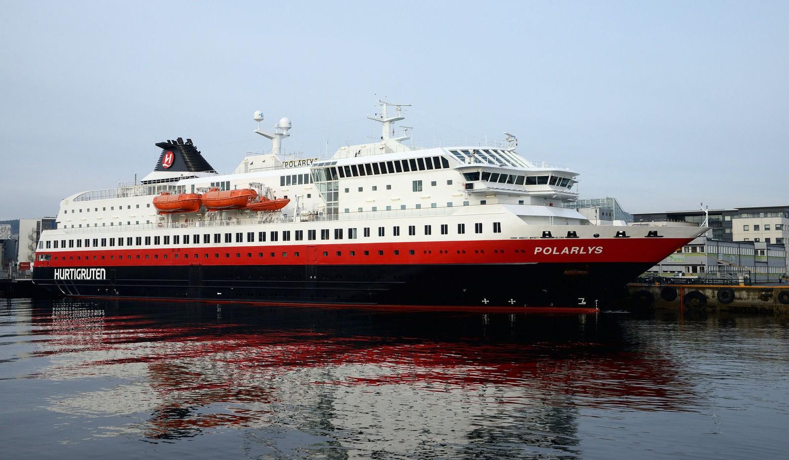 Hurtigruteskipet Polarlys ved kai i Trondheim