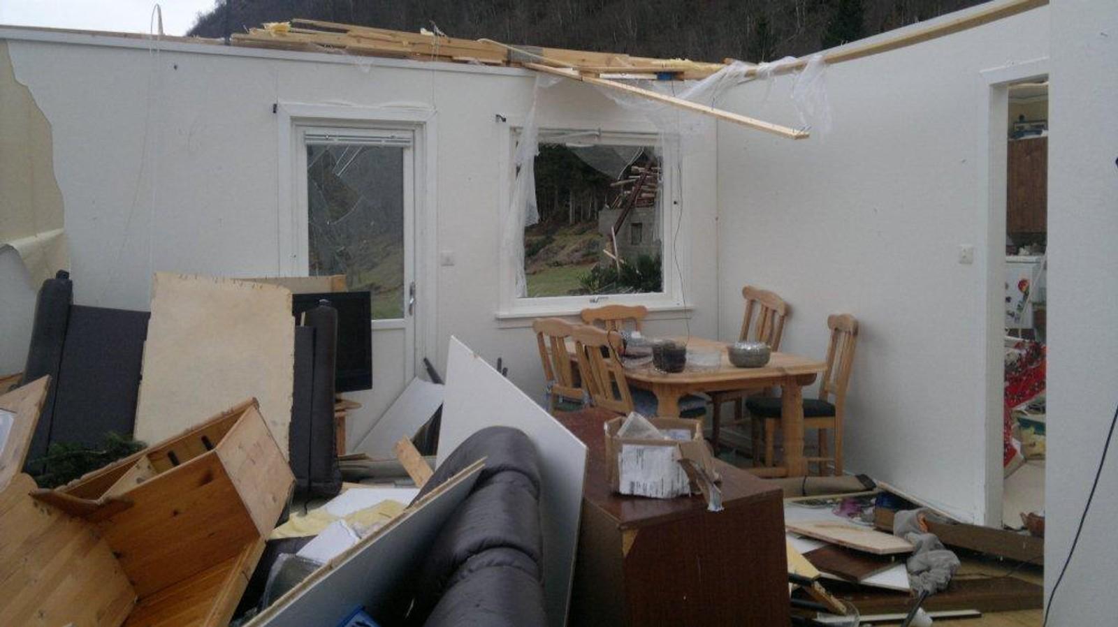 Taket forsvann med vinden.