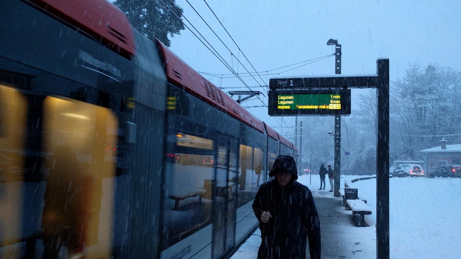 Skyss varsler at forsinkelser på Bybanen må påregnes i snøværet.