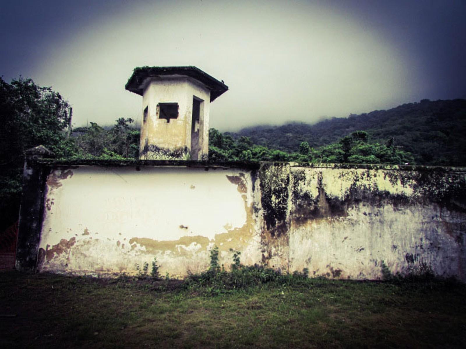 Rester av muren og noen vakttårn står i dag igjen av Cândido Mendes-fengselet.