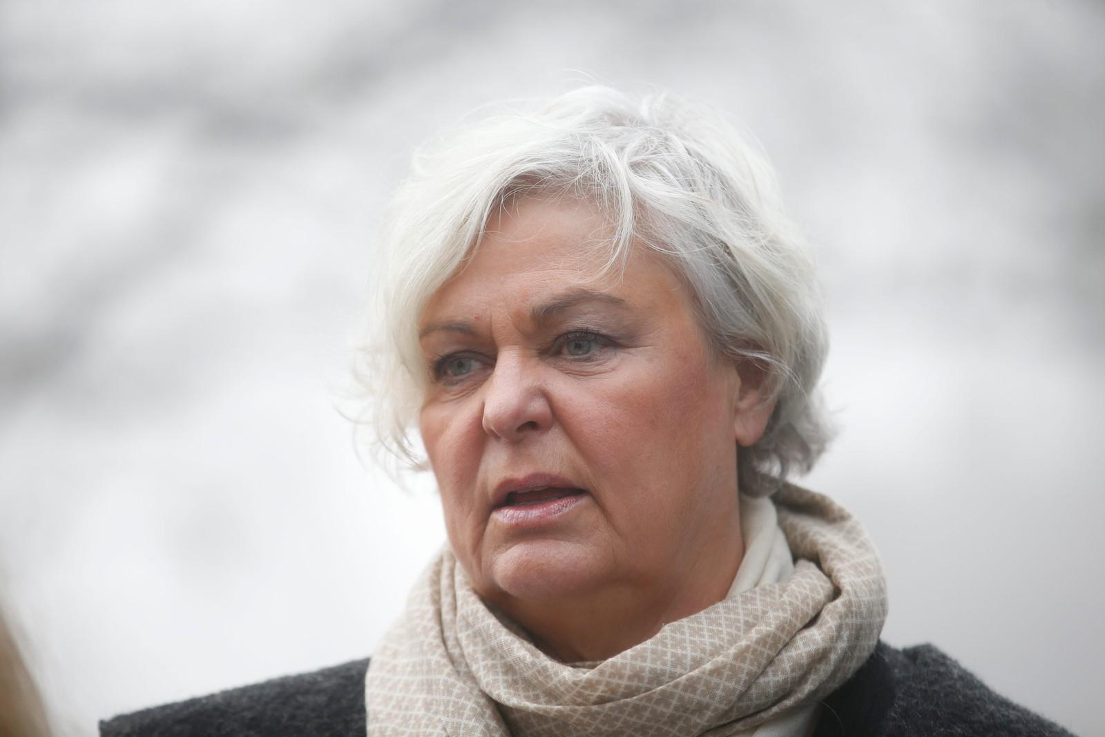 Skuespiller, regissør og tidligere kulturminister Ellen Horn ankommer Grefsen kirke.