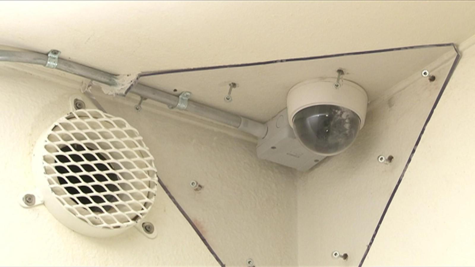 Alle Breiviks bevegelser på Ila ble overvåket av kameraer i taket som var sikret mot hærverk.