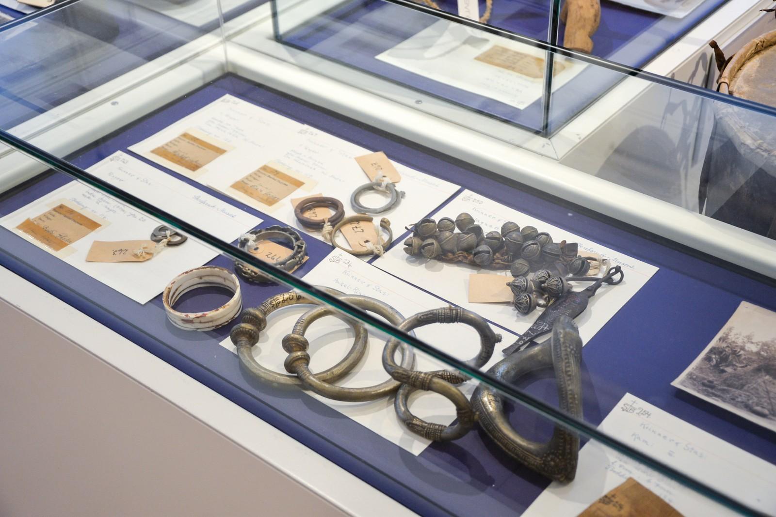 Smykker som ble håndlagd i India som ble brukt til sang og dans.