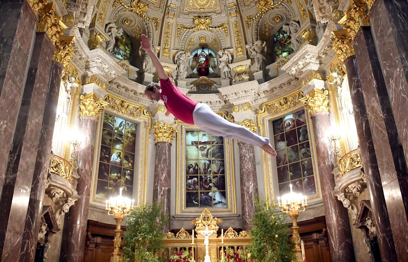 Himmelhøyt i et gudshus i Berlin. Turnfest arrangeres i den tyske hovedstaden denne uka.