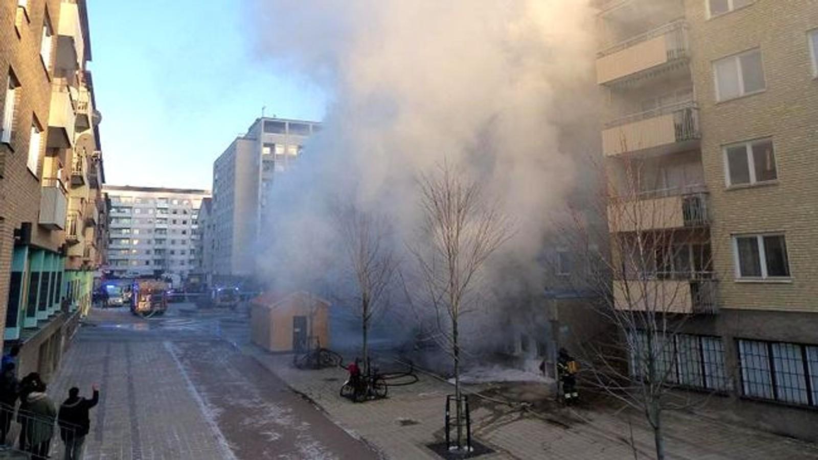 Brannen brøt ut like etter klokken 13 første juledag i et foreningslokale som brukes som moske i byen