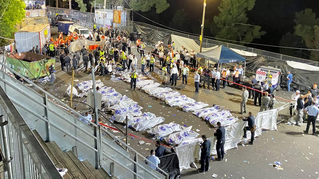 Tildekkede lik etter at mange døde på festival i Israel