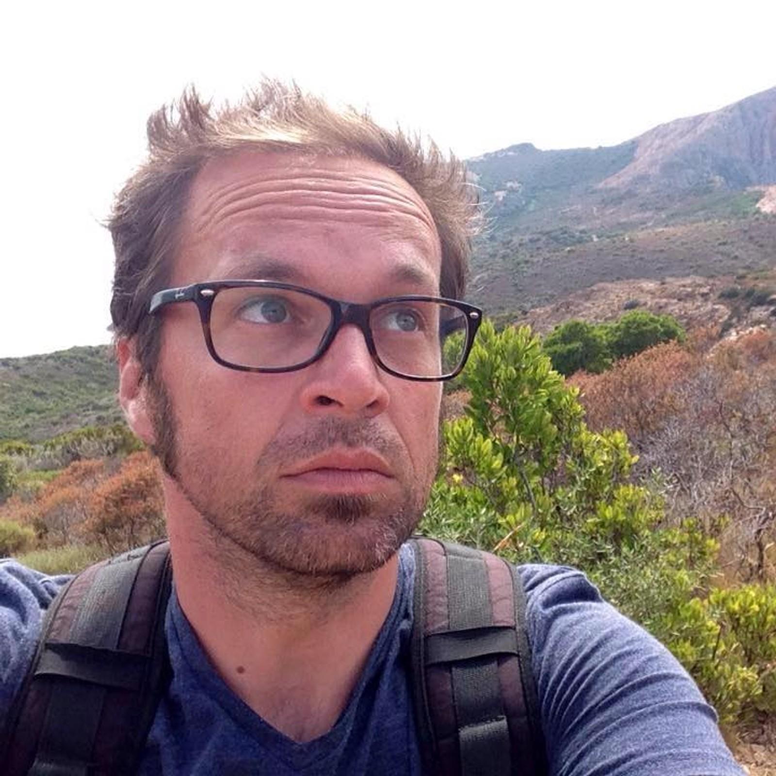 DREPT: Franske Mathieu Hoche (38) var kameramann og far til en sønn på 6 år. Han var blant de 89 drapsofrene på Bataclan konserthus.
