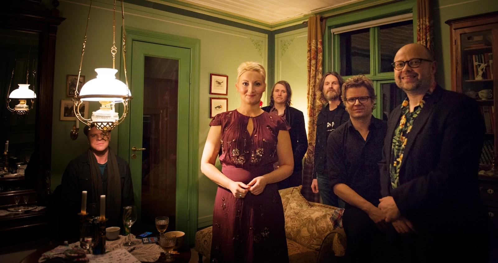 KLARE: Sigrid Moldestad og bandet klare for intimkonsert på Åmot Operagard.