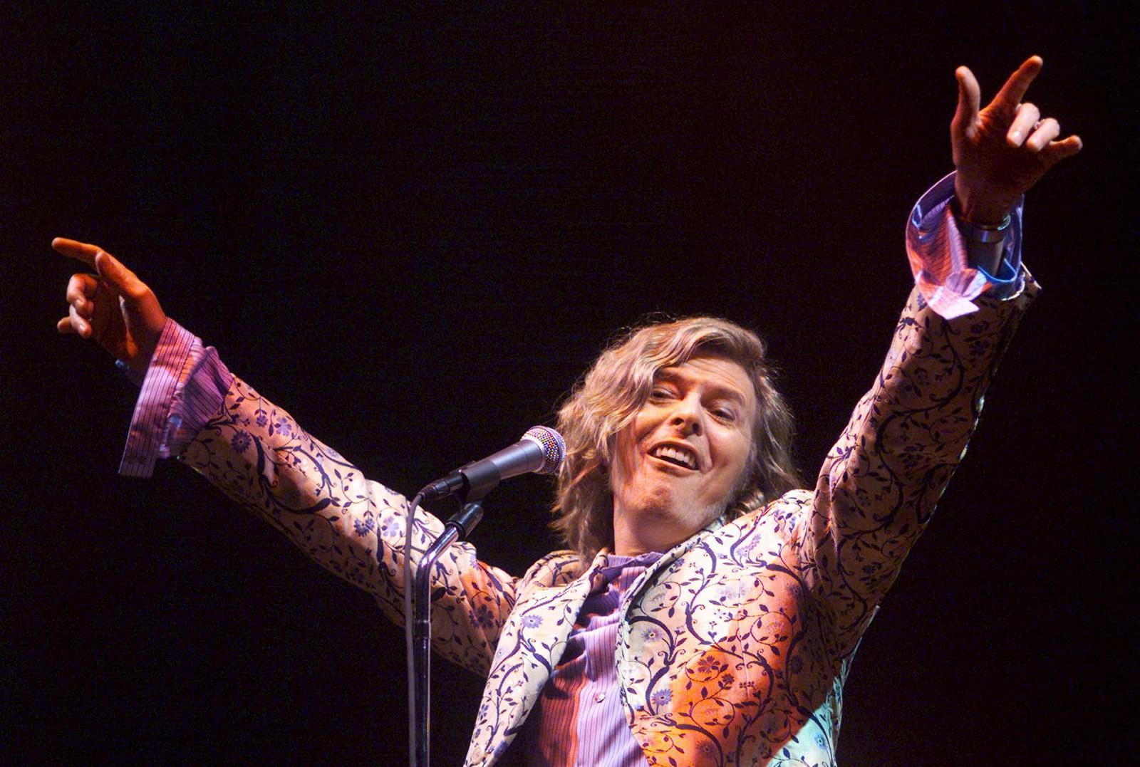 Her er Bowie headline på Glastonbury Festival i England i juni 2000.