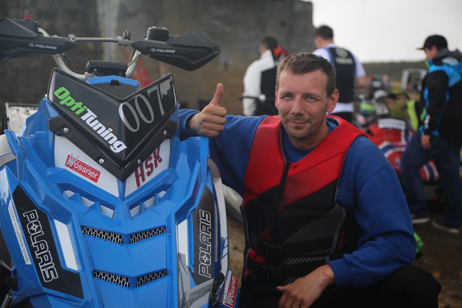 Ståle Johannessen gikk til topps i Drag Open. Skuteren med tallene 007 tilhører Morten Blien, en såkalt Polaris Axis 860 Blien-edition.