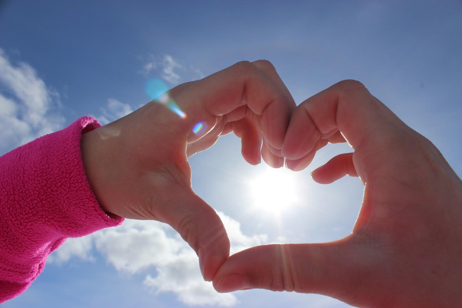 - Vi elsker sol og langrennstur i Stryn, seier fotografane om biletet dei tok 31. mars.