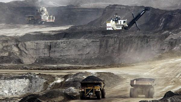 Utvinningen av olje fra tjæresand i Canada, som her i Alberta, fører til store CO₂-utslipp.